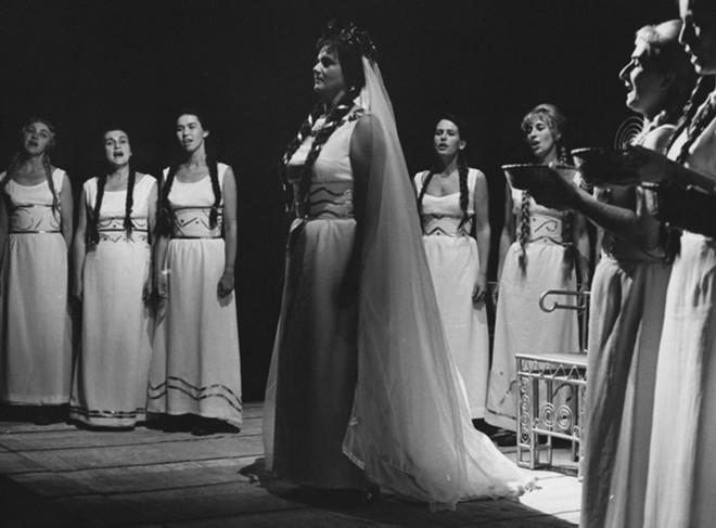 Bedřich Smetana: Libuše - Jarmila Krásová (Libuše) - Státní divadlo Zdeňka Nejedlého Ústí nad Labem 1968 (foto © Miroslav Tůma/Divadelní ústav)