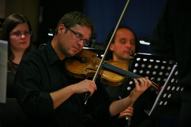 BCO hraje asociace - Brno Contemporary Orchestra - Dům umění města Brna 2016 (foto Brno Contemporary Orchestra)