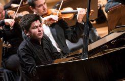Mimořádný večer: Česká filharmonie, Behzod Abduraimov, Jiří Bělohlávek