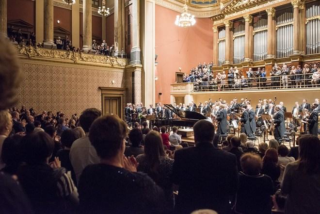 Česká filharmonie – Jiří Bělohlávek & Behzod Abduraimov – Praha 13. 10. 2016 (foto © Petra Hajská)
