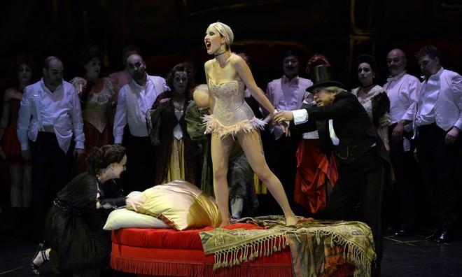 Jacques Offenbach: Hoffmanns Erzahlungen - Opernhaus Wuppertal 2016 (foto Opernhaus Wuppertal)