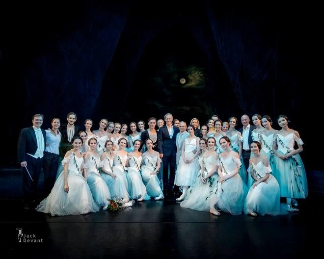 Společné foto inscenačního týmu po premiéře baletu Giselle (foto FB Bayerische Staatsoper/Jack Devant)