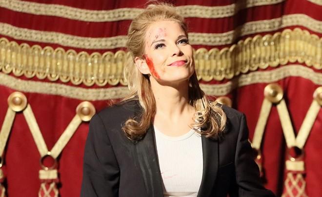 Gaetano Donizetti: La favorite - Elīna Garanča (při děkovačce po premiéře) - Bayerische Staatsoper 2016 (foto FB Bayerische Staatsoper)
