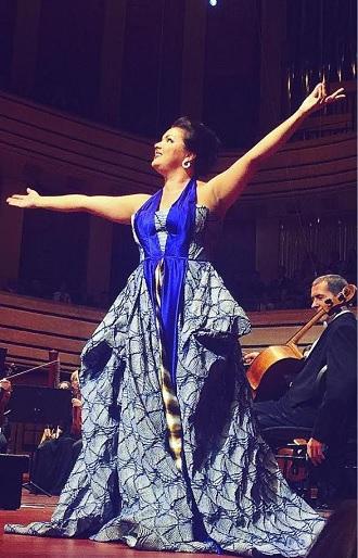 Anna Netrebko na koncerte v Budapešti oblečená v šatách z dielne slovenského návrhára Borisa Hanečku (foto archiv)