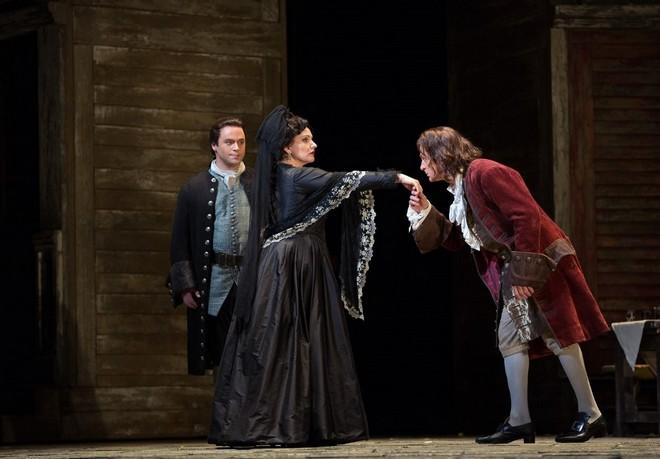 Wolfgang Amadeus Mozart: Don Giovanni - Paul Appleby (Don Ottavio), Hibla Gerzmava (Donna Anna), Simon Keenlyside (Don Giovanni) - Metropolitan Opera New York 2016 (foto Marty Sohl)