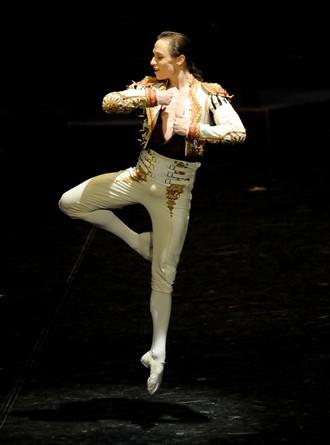 Don Quijote – choreografia Maximiliano Guerra - Roman Novitzky (José-Antonio) (foto Stuttgarter ballett)