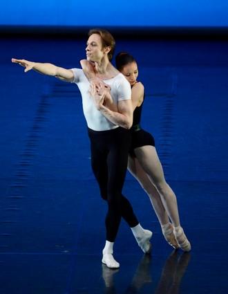 Four Temperaments - choreografia George Balanchine - Roman Novitzky a Miriam Kacerova (foto Stuttgarter Ballett)
