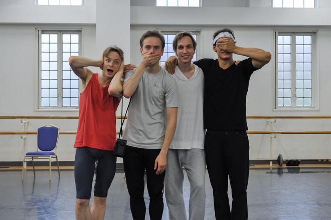 Gala v Tokyu - The Princess of Ballet - Daniil Simkin, Leonid Sarafanov a Daniel Camargo a Roman Novitzky na skúške jeho choreografie (archív umelca)