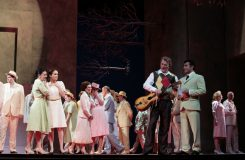 Giacomo Puccini: Manon Lescaut - Jozef Kundlák (Edmondo), Luciano Mastro (Des Grieux) - SND Bratislava (zdroj SND)