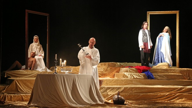 Giacomo Puccini: Tosca - Marián Lukáč (Kostolník), Paolo Lardizzone (Cavaradossi) - ŠO Banská Bystrica 2016 (foto Jozef Lomnický)