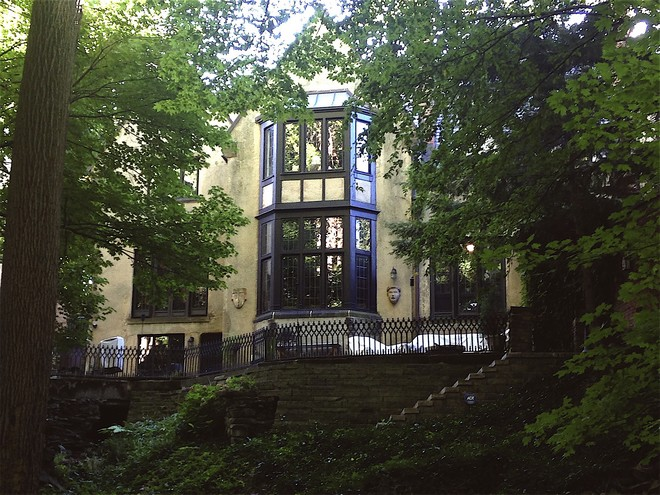 The House - pohled zezadu (foto archiv autora)
