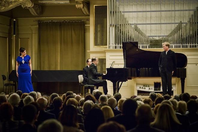 Janáček Brno 2016 - Václava Krejčí Housková, Julius Drake, Toby Spence - Besední dům Brno 2016 (foto © Janáčkova opera NdB/Marek Olbrzymek)
