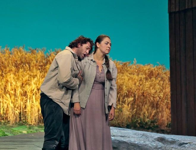 Leoš Janáček: Jenufa - Oksana Dyka (Jenůfa), Joseph Kaiser (Števa) - Metropolitan Opera New York 2016 (foto Ken Howard/Metropolitan Opera)