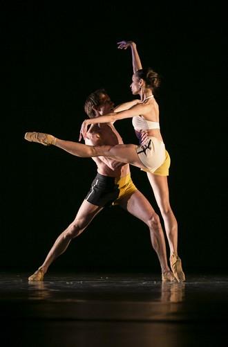 Kazimir's Colours - choreografia Mauro Bigonzetti - Jubilejne Gala TKEJ v SND (foto Kristian Sedláček)