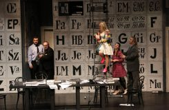 Leoš Janáček: Věc Makropulos - Gustáv Beláček (Dr. Kolenatý), Ľudovít Ludha (Albert Gregor), Linda Ballová (Emilia Marty), Katarína Flórová (Krista), Jozef Kundlák (Vítek) - SND Bratislava (zdroj SND)