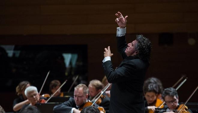 NFM Filharmonia Wrocławska, Giancarlo Guerrero - Narodowe Forum Muzyki Wrocław 7.10.2016 (foto Bogusław Beszłej)