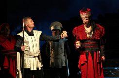 Bič Boží v Opavě: David Szendiuch jako Attila exceluje. Bohužel je v tom téměř sám