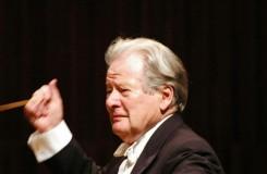 Je příšerné, že když dirigent začne být senilní dědek, je čím dál víc žádaný, místo aby to bylo naopak