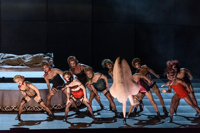 Dmitrij Šostakovič: The Nose - The Royal Opera Londýn 2016 (foto © ROH/Bill Cooper)