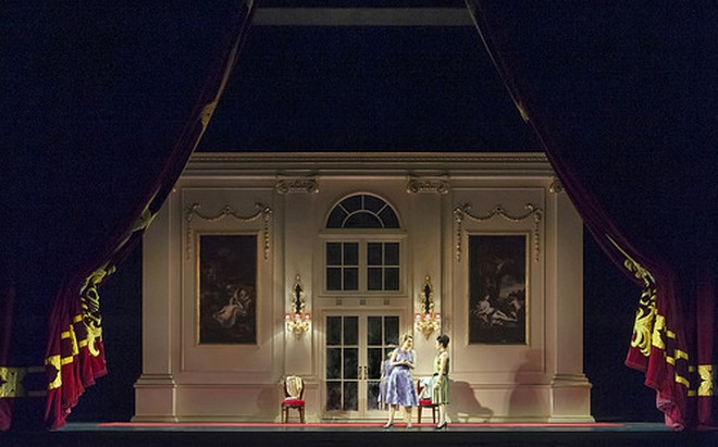 Wolfgang Amadeus Mozart: Così fan tutte - ROH Londýn 2016 (foto Stephen Cummiskey/ROH)