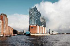 Konečně hotovo! Hamburk po letech průtahů převzal klíče od Labské filharmonie