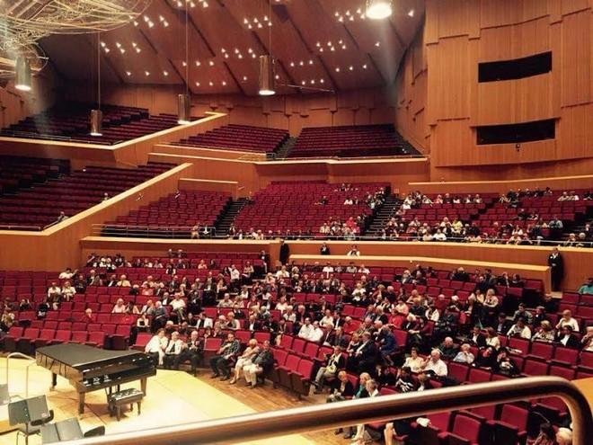 Gasteig Mnichov - poloprázdný sál (foto archiv autora)