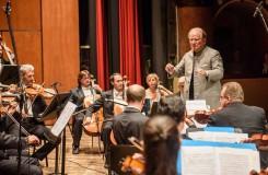 Život Sira Nevilla Marrinera, spjatý s houslemi, Academy of St Martin in the Fields a taktovkou, se uzavřel