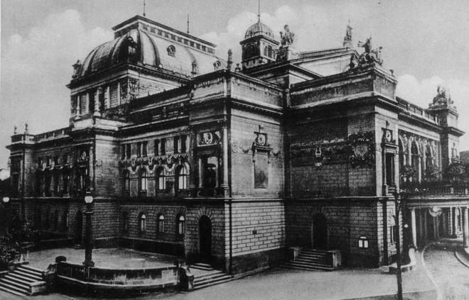 Divadlo J. K. Tyla Plzeň (zdroj theatre-architecture.eu/archiv Jiřího Hilmery)