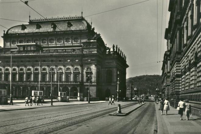 Národné divadlo Praha (zdroj theatre-architecture.eu)