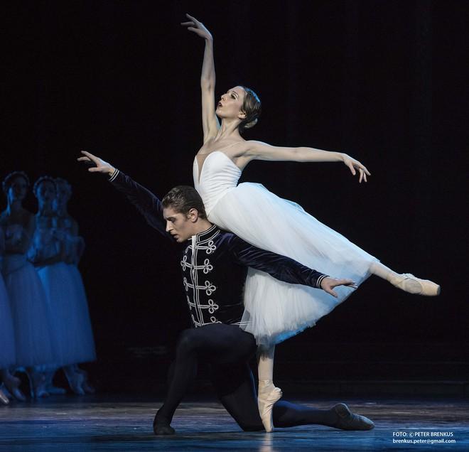 Adolphe Charles Adam: Giselle - Luana Brunetti (Giselle), Artemyj Pyzhov (Albert) – SND 2016 (foto Peter Brenkus)