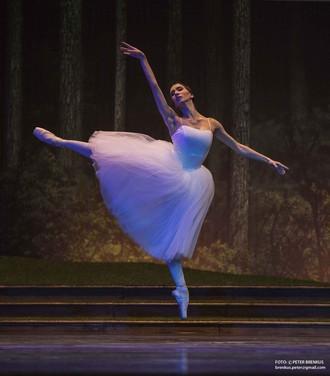 Adolphe Charles Adam: Giselle - Maria Rudenko (Giselle) – SND 2016 (foto Peter Brenkus)