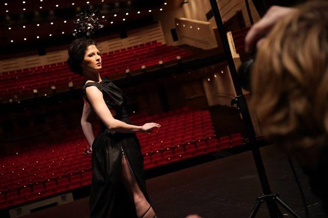 Chelsea Andrejić - fotonie k vizualu Slovenske tance (foto SND Bratislava)