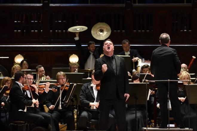 Bryn Terfel, Gareth Jones, PKF – Prague Philharmonia - Smetanova síň Obecní dům Praha 2016 (foto Petr Dyrc)