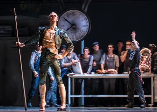 Ludwig Minkus: Don Quixote – choreografia Aaron S. Watkin – Christian Bauch (Alonso Quixano/Don Quixote) – Semperoper Ballett Drážďany 2016 (foto Ian Whalen)