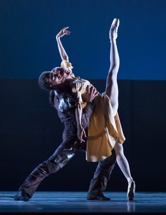 Ludwig Minkus: Don Quixote – choreografia Aaron S. Watkin – Christian Bauch (Alonso Quixano/Don Quixote), Melissa Hamilton (Juanita Sanchez/Sancha Panza) – Semperoper Ballett Drážďany 2016 (foto Ian Whalen)