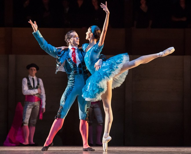Ludwig Minkus: Don Quixote – choreografia Aaron S. Watkin – Istvan Simon (Miguel Basilio), Svetlana Gileva (Aldonza Lorenzo) – Semperoper Ballett Drážďany 2016 (foto Ian Whalen)
