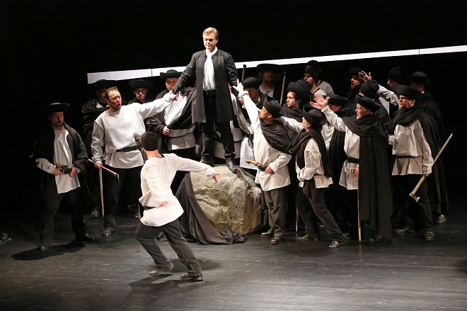 J. Cikker: Juro Jánošík - Martin Popovič (Uhorčík),Michal Hýrošš (Juro Jánošík), zbor a balet Štátnej opery - SO Banská Bystrica (foto Jozef Lomnický)