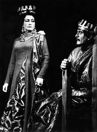 G. Verdi: Macbeth - Margita Česányiová (Lady Macbeth), Juraj Martvoň (Macbeth) - SND Bratislava 1968 (foto archiv SND / Jozef Vavro)