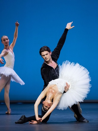 G. Balanchine: Symphonie in C - Vladimir Shishov, Liudmila Konovalova - Wiener Staatsoper 2016 (foto © Wiener Staatsballett / Ashley Taylor)