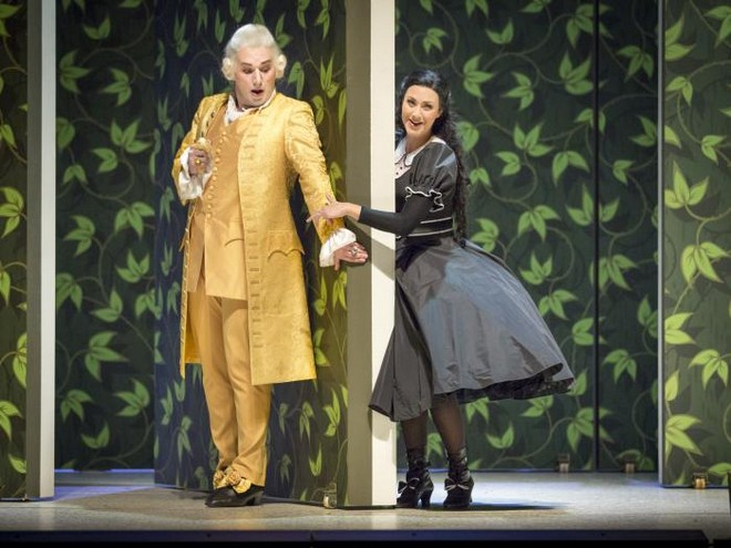 Wolfgang Amadeus Mozart: Le nozze di Figaro - Alec Avedissian (Graf Almaviva), Susanne Langbein (Susanna) - Tiroler Landestheater Innsbruck 2016 (zdroj landestheater.at)