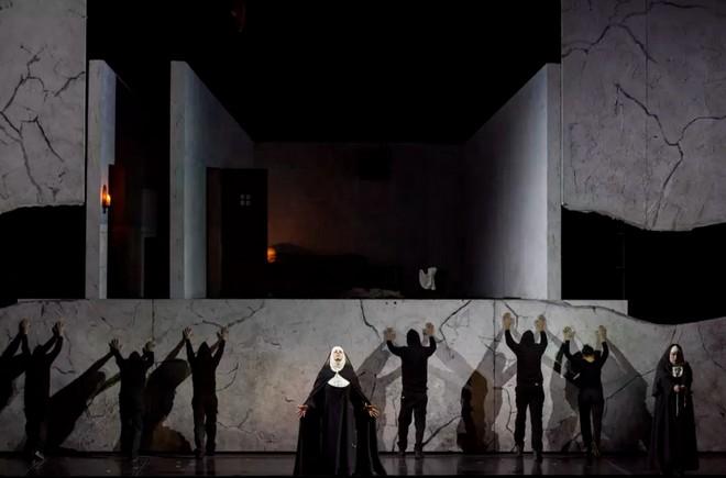 Paul Hindemith: Sancta Susanna - Opéra national de Paris 2016 (foto © Elisa Haberer/Opéra national de Paris)