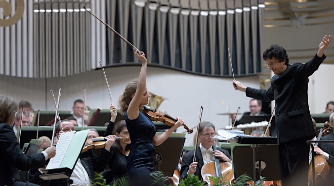 Julia Fischer, Michael Sanderling, Drážďanská filharmónia - BHS 3.12.2016 (foto @ Jan F. Lukáš)
