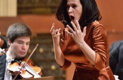 Mysliveček nebo Mozart? Simona Houda Šaturová a L'armonia terrena v Rudolfinu