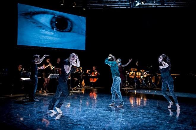 Constellations I. Before I Say Yes - choreografie M. Vacovská a P. Boháč - Ponec 2016 (foto Vojtěch Brtnický)