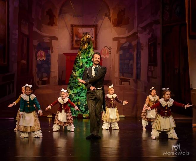 Petr Iljič Čajkovskij: Louskáček, vánoční sen - First International Ballet School - Divadlo Hybernia Praha 2016 (foto M. Malis)