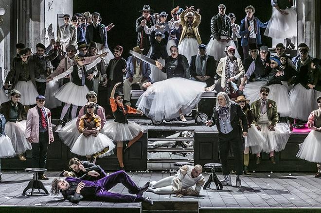 J. Offenbach: Les contes d'Hoffman - Semperoper Drážďany 2016 (foto © Jochen Quast)