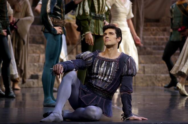 Sergej Prokofjev: Romeo e Giulietta - Roberto Bolle (Romeo) - Teatro alla Scala 2016 (foto Brescia e Amisano / Teatro alla Scala)