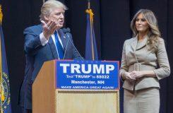 Nutí svoji ženu k sexu a schovává se v koupelně s jaderným kufříkem. Nová opera o Trumpovi?
