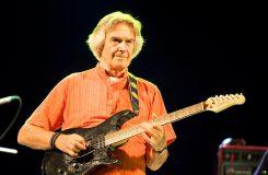 Britský kytarista John McLaughlin oslaví pětasedmdesátiny