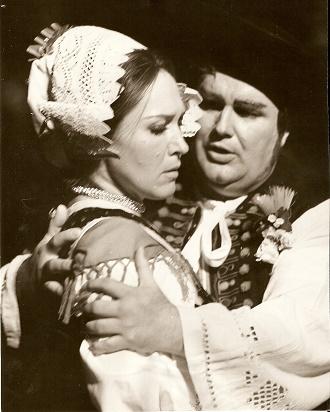E. Suchoň: Krútňava – Marta Nitranová (Katrena), Andrej Kucharský (Ondrej) – SND Bratislava 1978 (foto archív SND Bratislava)
